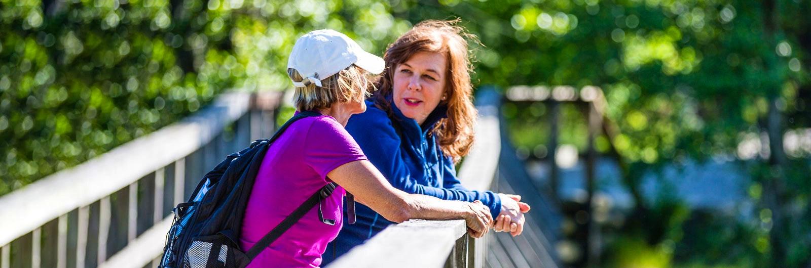 Kvinnor tar paus på Sörmlandsleden