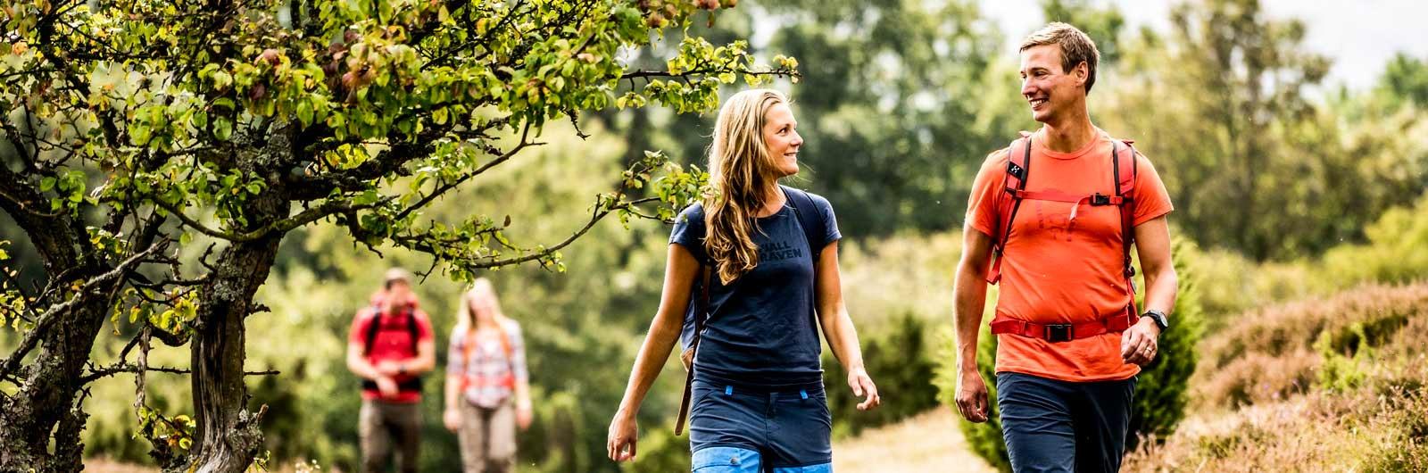 Par som vandrar längs Skåneleden