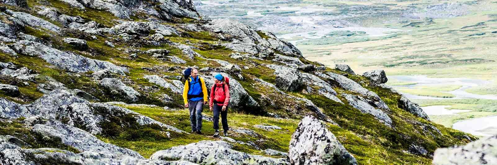 Två vandrare på fjället på Kungsleden