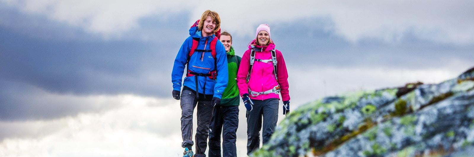 Tre unga vandrare på rutten Blåhammaren-Storulvån