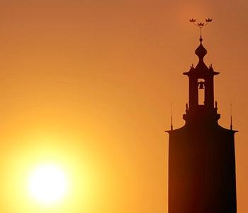 Stadshusets torn i solnedgång
