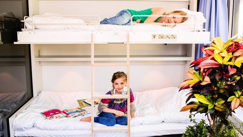Våningssäng med barn på STF Göteborg city