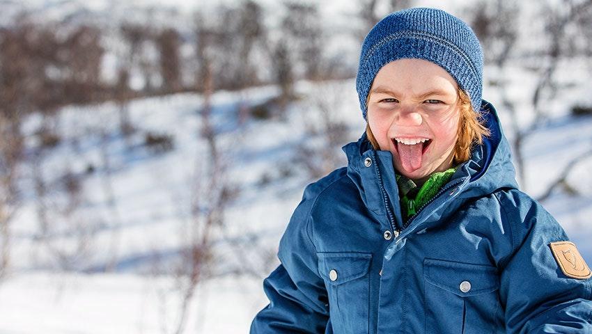 sportlov-glad-kille-snön
