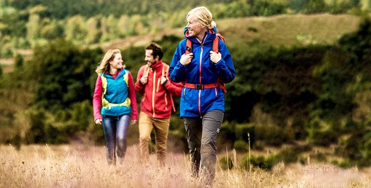 Tre glada vandrare på Österlen