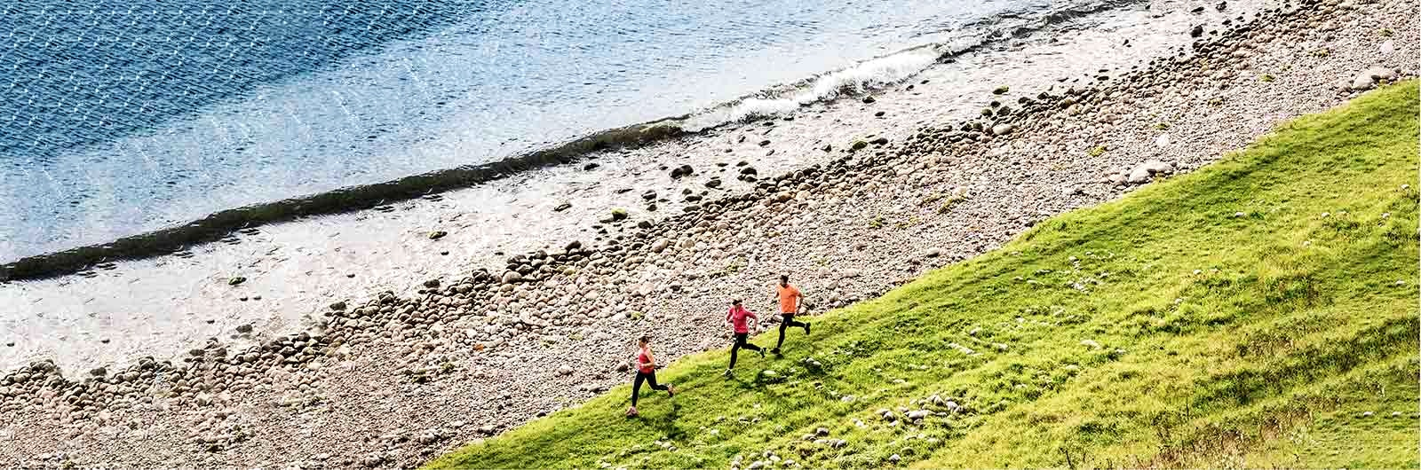 Löpning längs stranden på Österlen
