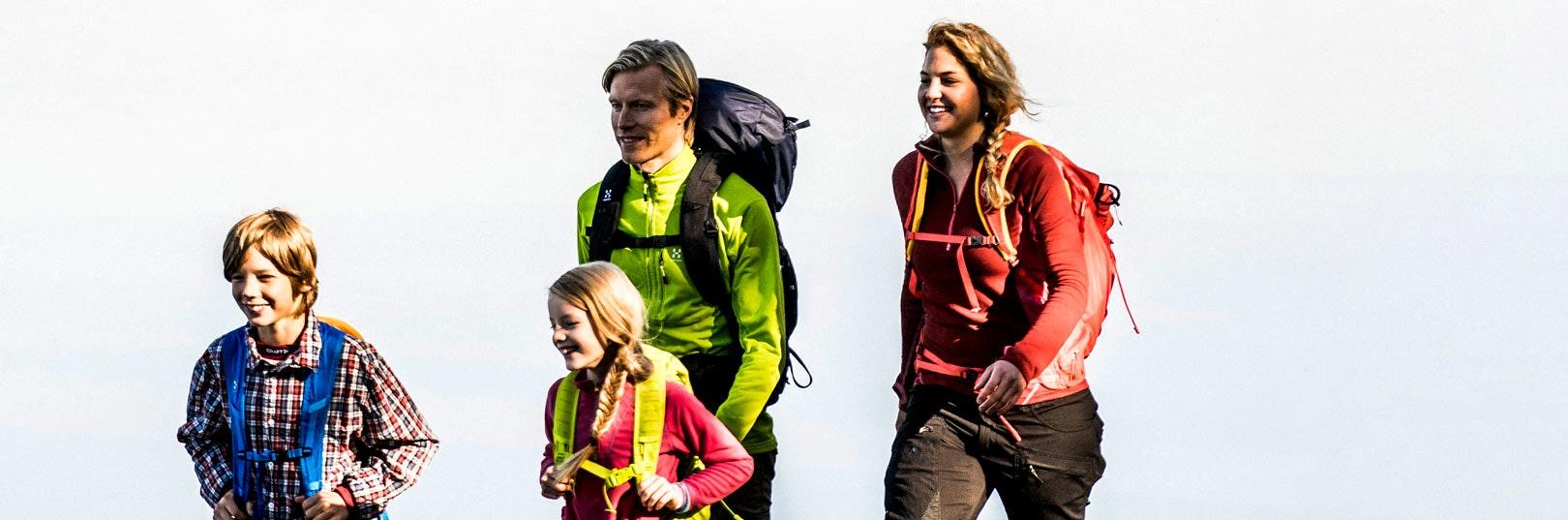 Barnfamilj på vandring