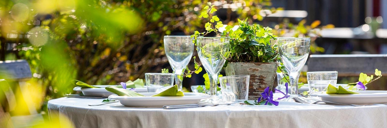Fint dukat bord i naturen