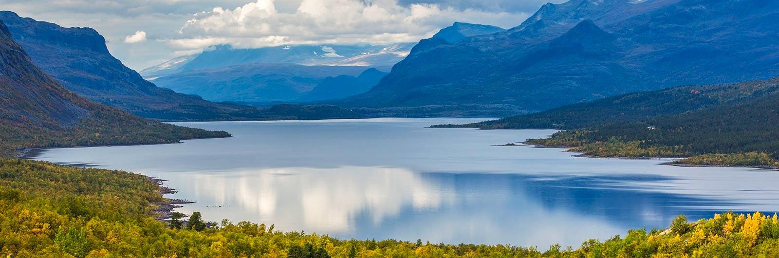 Den vackra sjön Langas vid Saltoluokta