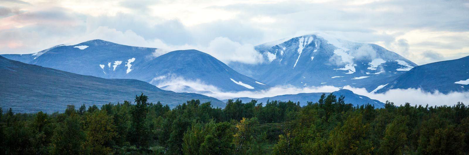 Skymning över bergen vid Padjelantaleden