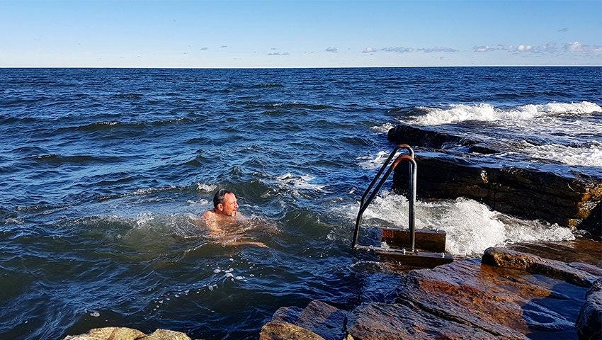 Dopp i havet vid Brantevik, österlen