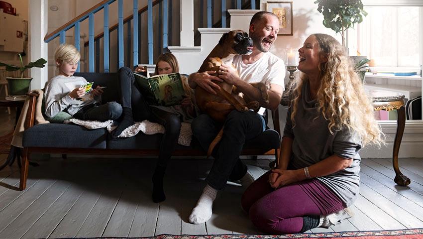 familj och hund i söderåsen