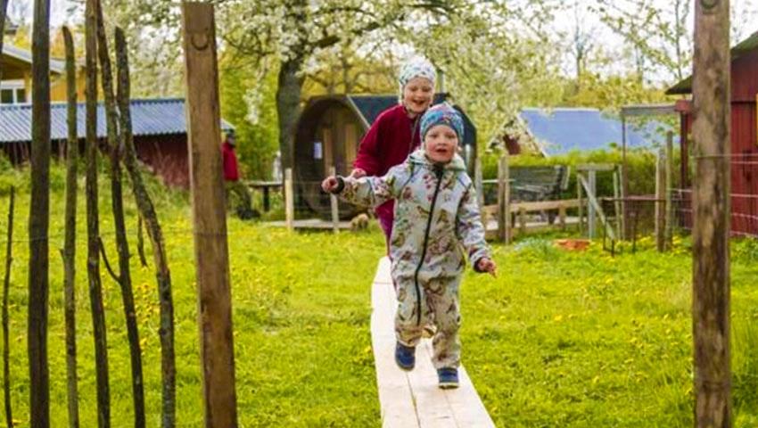 Barn leker i Lugnåsberget